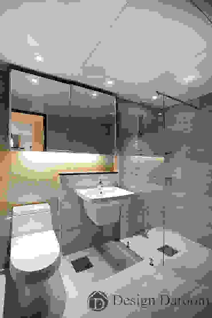 광장동 현대홈타운 12차 55평형 거실욕실 모던스타일 욕실 by Design Daroom 디자인다룸 모던