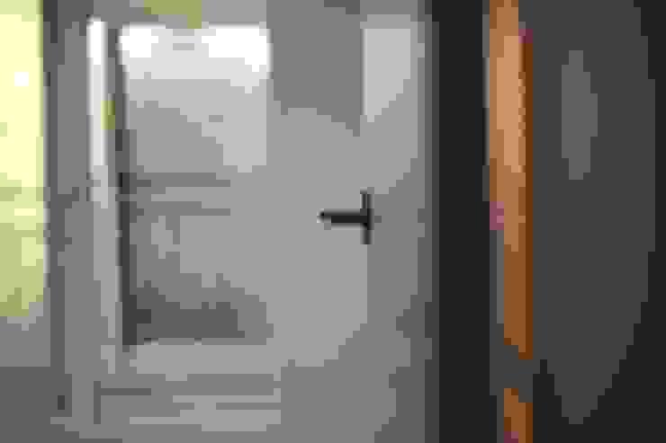 성내동 퀸즈빌 인테리어 리모델링(18py) 모던스타일 침실 by 바나나웍스 모던 금속