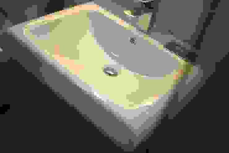 성내동 퀸즈빌 인테리어 리모델링(18py) 모던스타일 욕실 by 바나나웍스 모던 세라믹