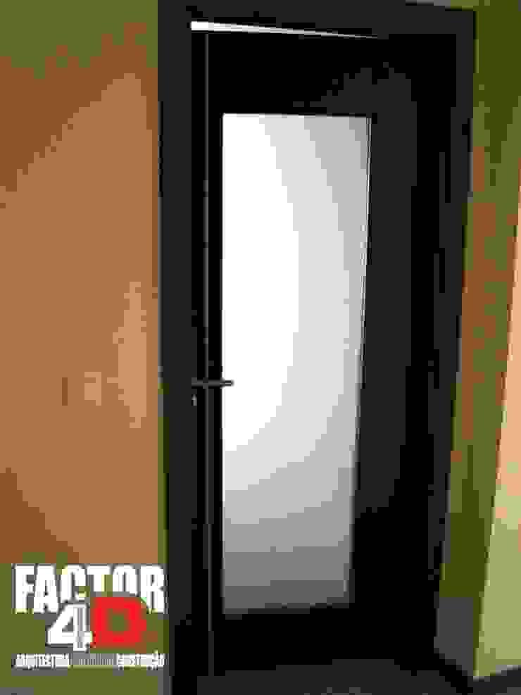 Puertas modernas de Factor4D - Arquitetura, Engenharia & Construção Moderno