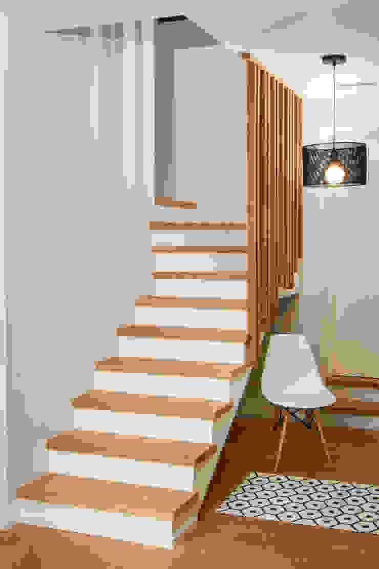 Escalier/entrée par Laurence REGNIER Scandinave