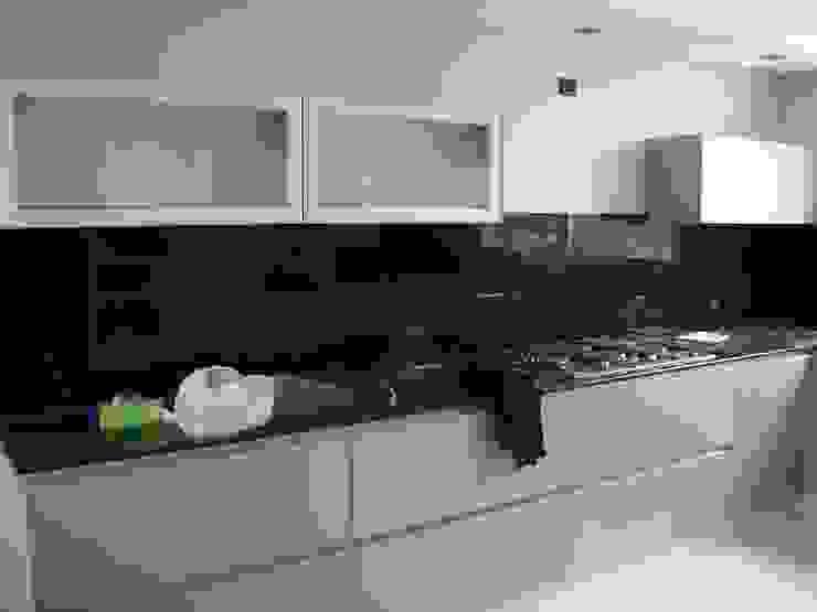 Detalle cocina de MOLEarquitectura Moderno Compuestos de madera y plástico
