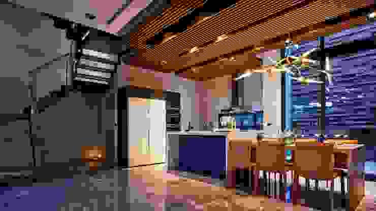 寶贏天地厚愛實品屋 現代廚房設計點子、靈感&圖片 根據 澤序空間設計有限公司 現代風