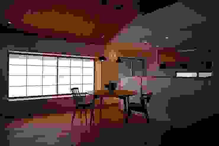 出窓の家 モダンデザインの ダイニング の あかがわ建築設計室 モダン