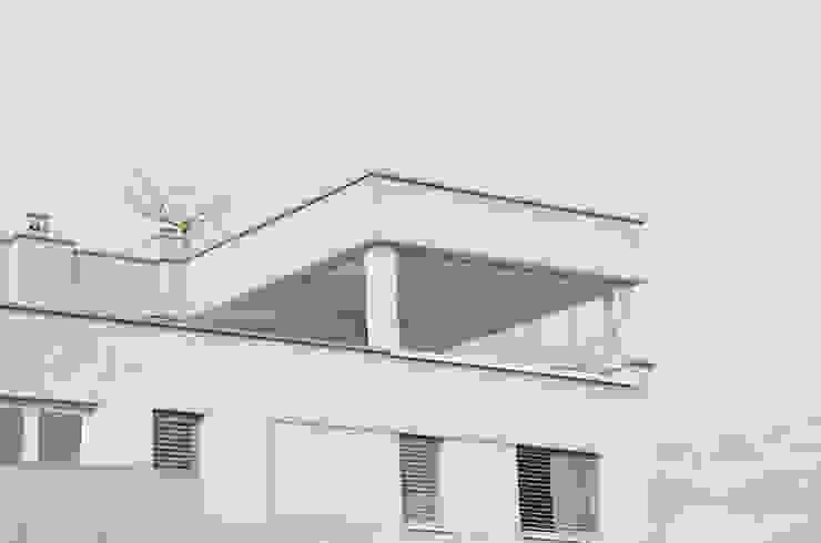Glasschiebefenster für Dachterrasse sorgen für einen optimalen Wind und Wetterschutz Schmidinger Wintergärten, Fenster & Verglasungen Moderner Wintergarten Glas Transparent
