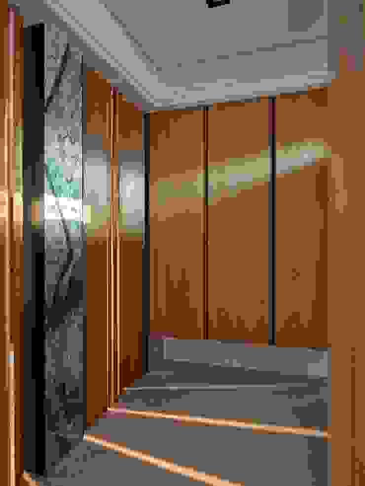 玄關 Minimalist corridor, hallway & stairs by 澤序空間設計有限公司 Minimalist