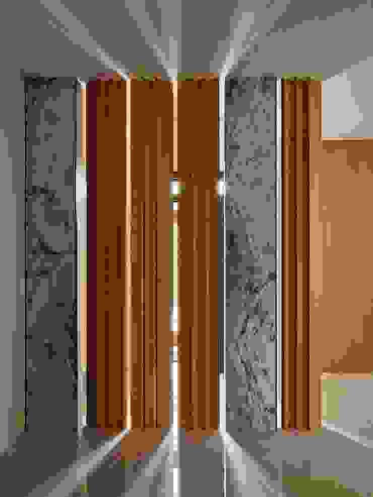 玄關隔柵 Minimalist corridor, hallway & stairs by 澤序空間設計有限公司 Minimalist