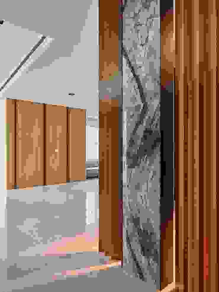 玄關 Minimalist living room by 澤序空間設計有限公司 Minimalist
