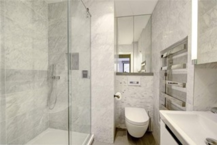 St James' central London Suzanne Tucker Interiors Modern Banyo Mermer Gri