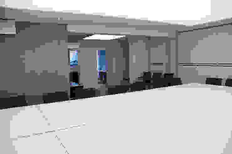 Bautech Sp. Z O.O. Complesso d'uffici moderni Cemento Grigio