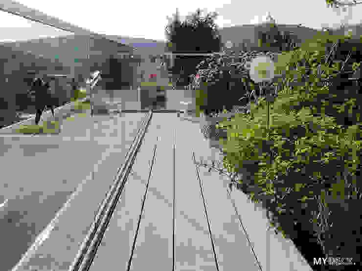 Terrassengestaltung mit Pflanzen Moderner Balkon, Veranda & Terrasse von MYDECK GmbH Modern Holz-Kunststoff-Verbund