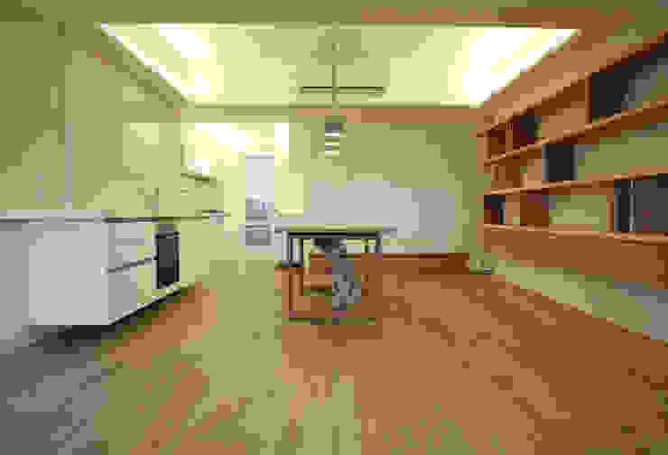 餐廳、廚房與和室 根據 王采元工作室 現代風