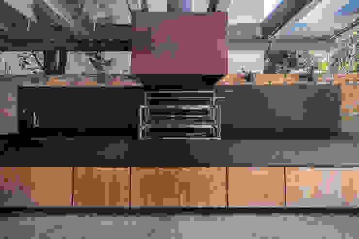 Casa Cordeiro QOZ Arquitetos Varandas, alpendres e terraços modernos