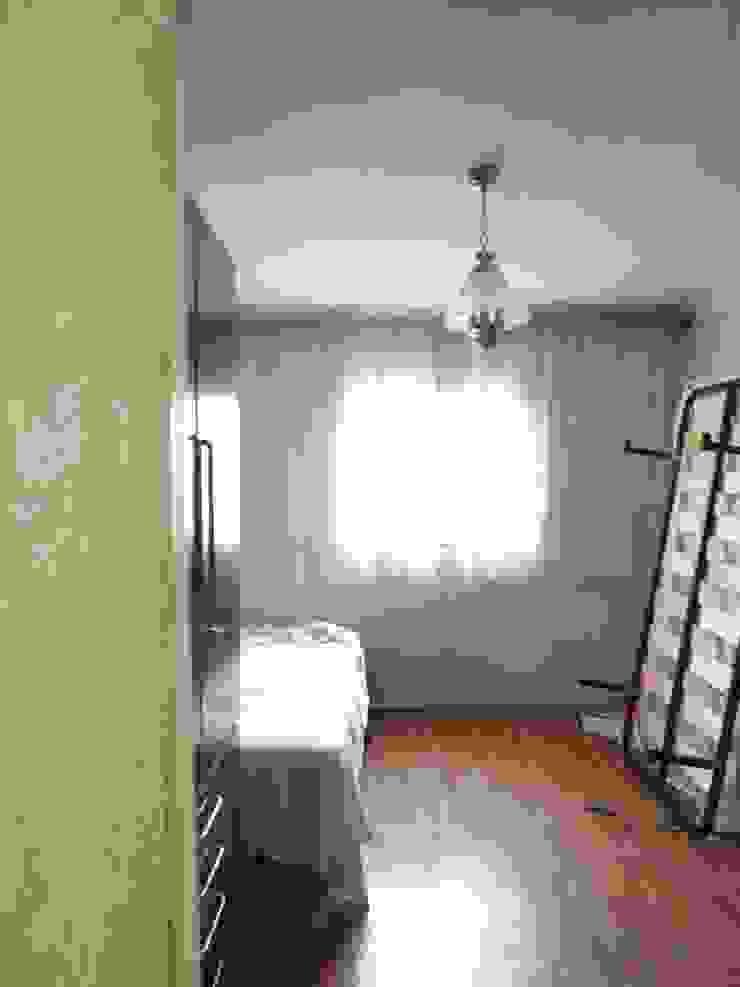 Dormitorio principal antes Dormitorios de estilo escandinavo de Almudena Madrid Interiorismo, diseño y decoración de interiores Escandinavo
