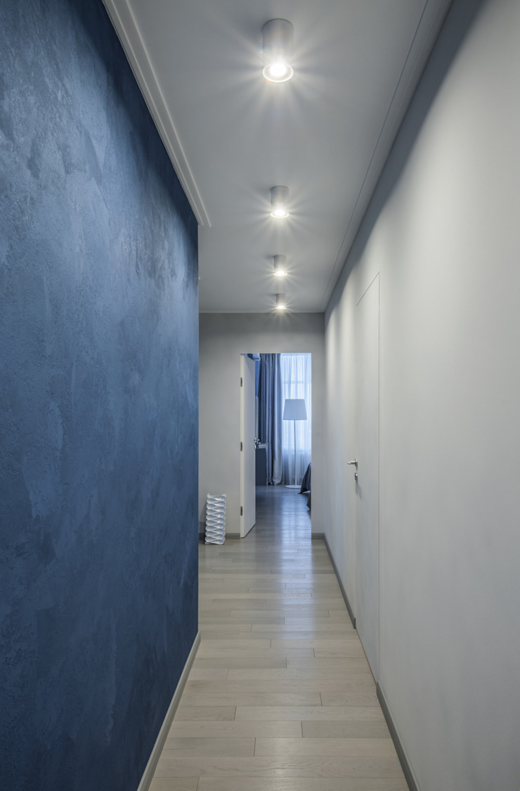 Irina Derbeneva Pasillos, vestíbulos y escaleras de estilo minimalista Azul
