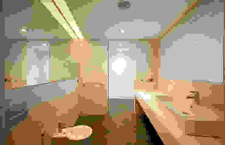 Salle de bain moderne par AGi architects arquitectos y diseñadores en Madrid Moderne