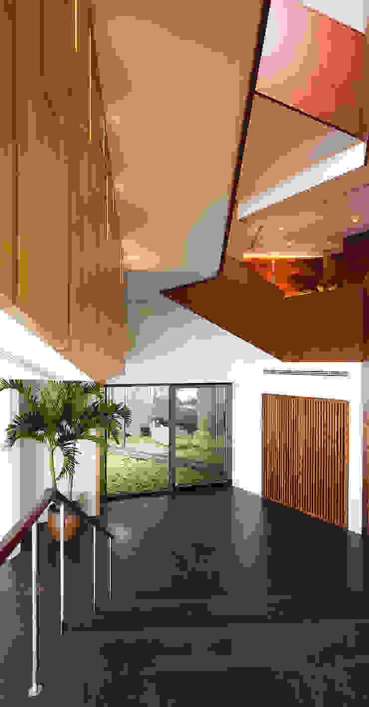 Couloir, entrée, escaliers modernes par AGi architects arquitectos y diseñadores en Madrid Moderne