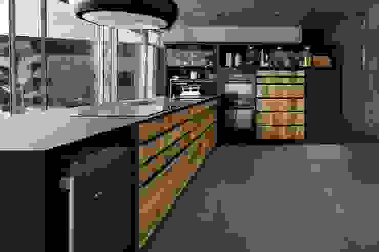SCHMIDT Küchen setzt die Fronten vor die Tür: modern  von Schmidt Küchen,Modern