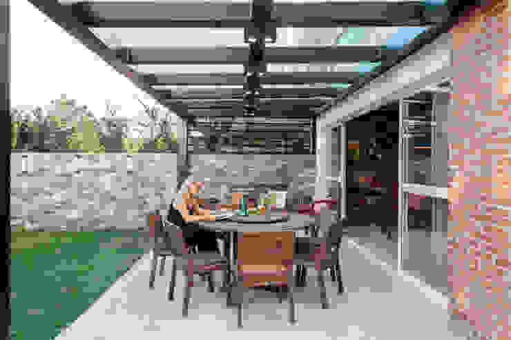 Carolina Burin & Arquitetos Associados Balcony Engineered Wood Wood effect