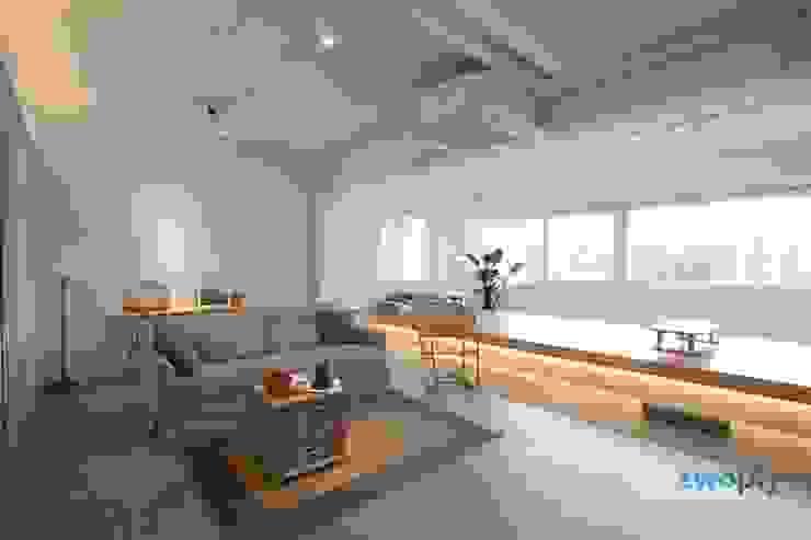 Salas de estilo minimalista de 디자인투플라이 Minimalista