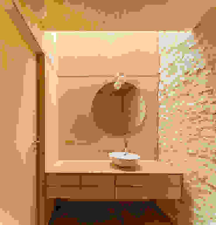 Minimalist style bathroom by Manuel Tojal Architects Minimalist