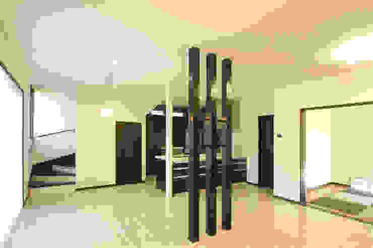 by 三浦喜世建築設計事務所 Modern Wood Wood effect