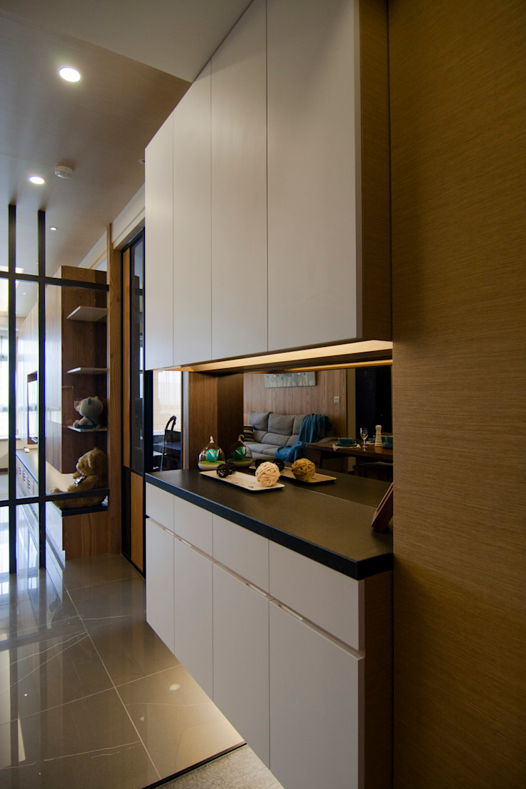 日式休閒的退休宅居 經典風格的走廊,走廊和樓梯 根據 青築制作 古典風