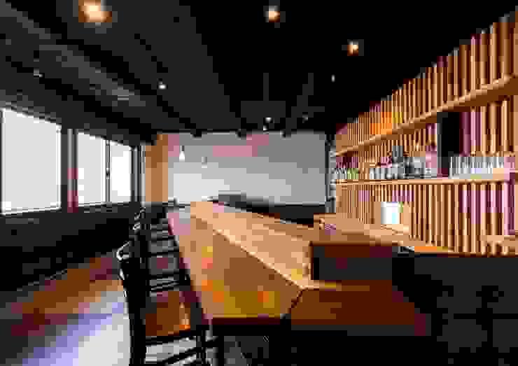 by 八木健吾建築設計事務所 Modern Wood Wood effect