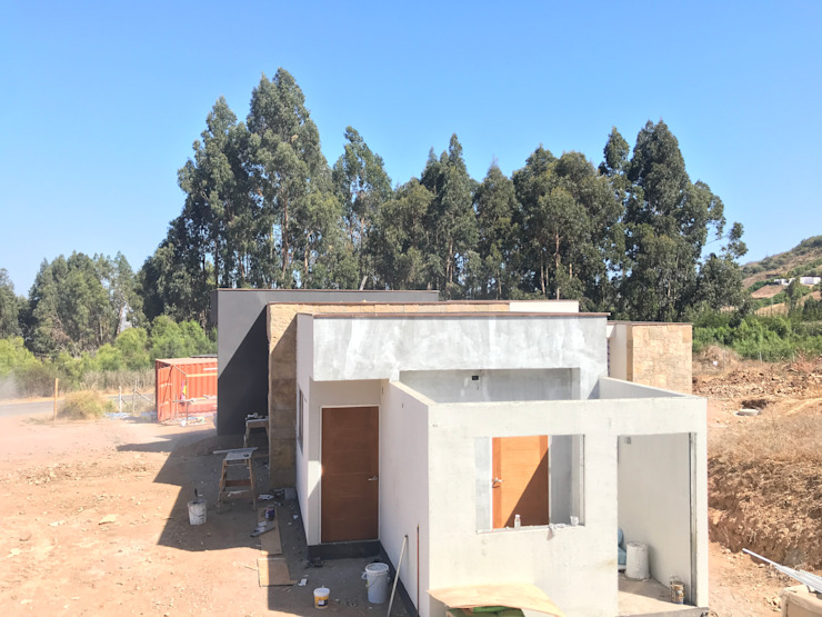 Proceso Terminaciones Vivienda Premium 115m2 Fundo Loreto. Territorio Arquitectura y Construccion - La Serena Escaleras Metal Multicolor