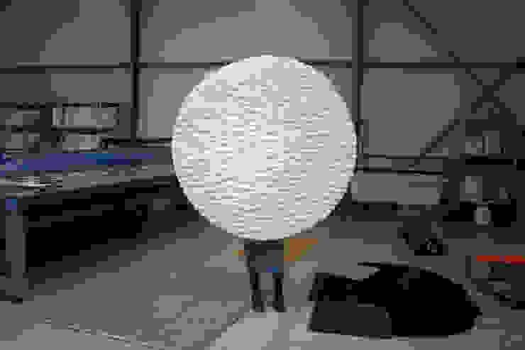 ZOOMING IN AND OUT-PRODUCTIE: modern  door Nina van Bart, Modern Textiel Amber / Goud
