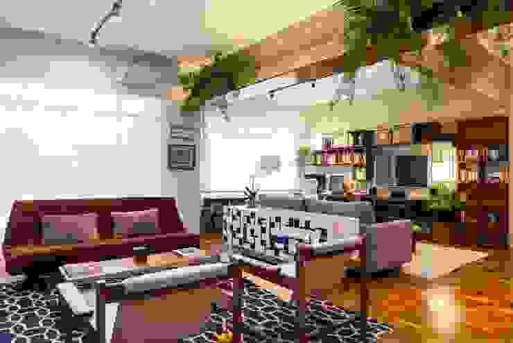 Apartamento Frei Caneca Marcella Loeb Salas de estar modernas Madeira