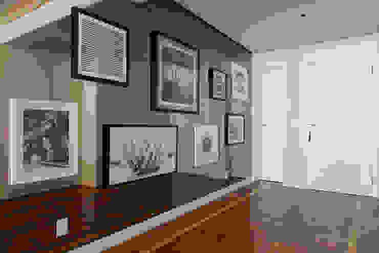 Marcella Loeb Modern corridor, hallway & stairs