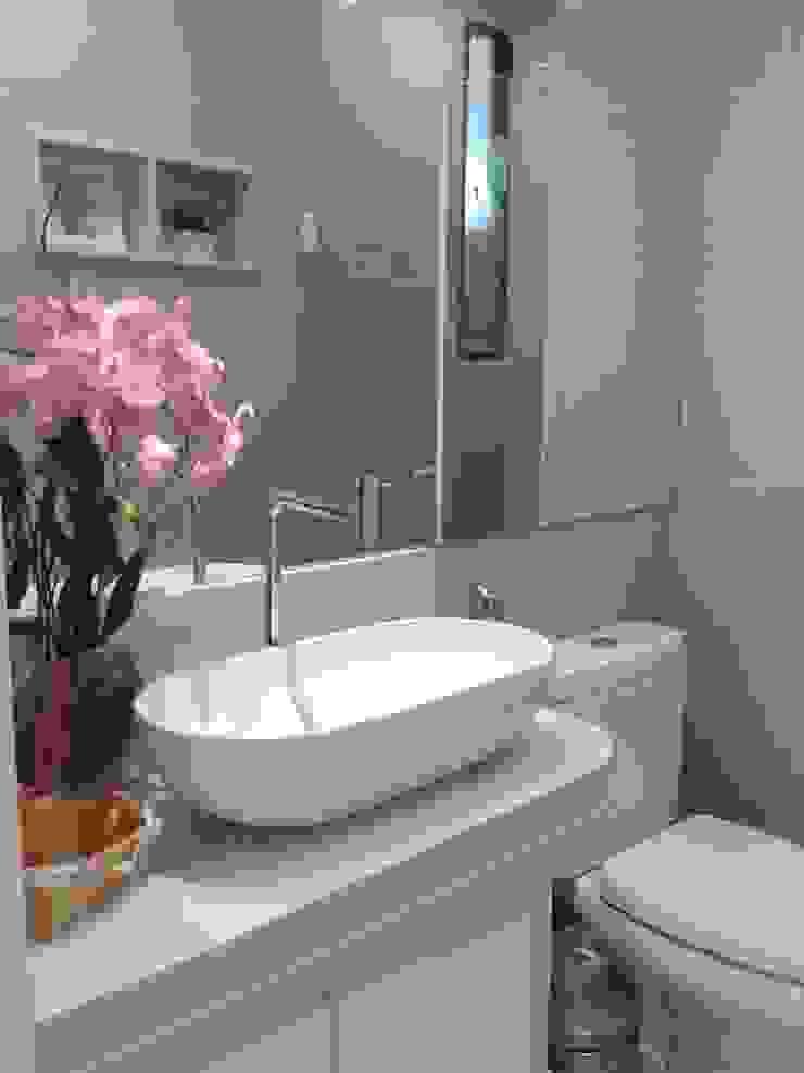 現代浴室設計點子、靈感&圖片 根據 Joana Rezende Arquitetura e Arte 現代風