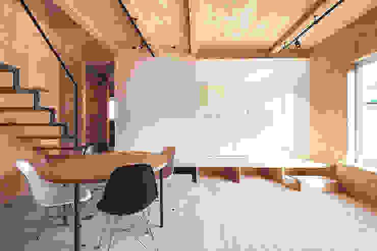 リビング・ダイニング ミニマルデザインの リビング の 一級建築士事務所 Atelier Casa ミニマル