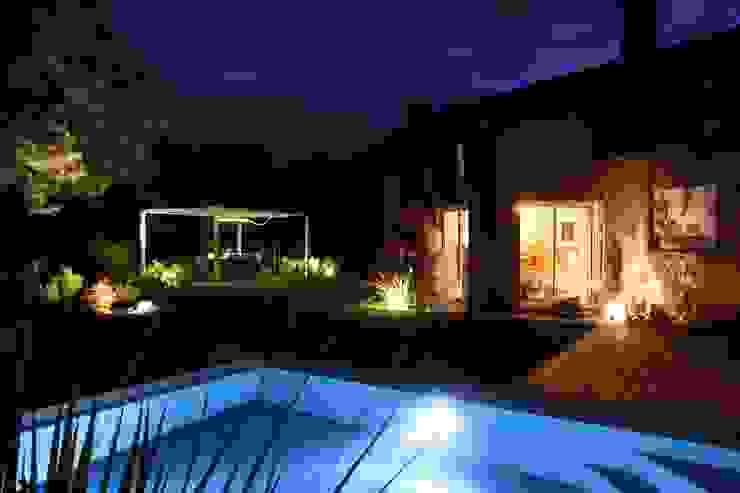 Profiter de sa piscine la nuit par KAEL Createur de jardins