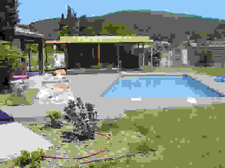 Modernisation des abords de la piscine par KAEL Createur de jardins