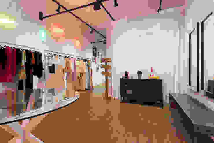 Euforia Fashion Espaços comerciais modernos por Studio Ideação Moderno Madeira Efeito de madeira