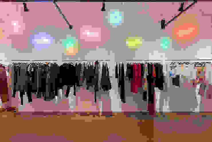 Euforia Fashion Espaços comerciais modernos por Studio Ideação Moderno Tijolo
