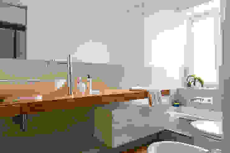 CAFFARELLA Bagno moderno di a2 Studio Borgia - Romagnolo architetti Moderno