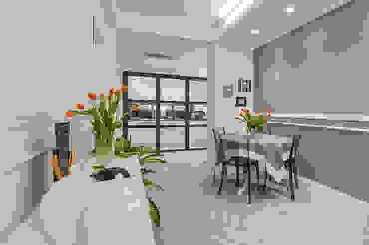 BARBERINI a2 Studio Borgia - Romagnolo architetti Sala da pranzo moderna