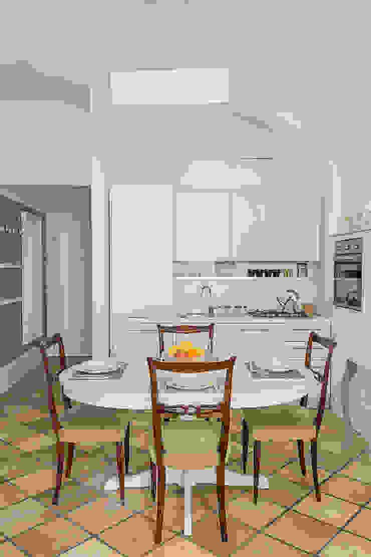 CASA VACANZA SAN GIOVANNI Cucina moderna di a2 Studio Borgia - Romagnolo architetti Moderno