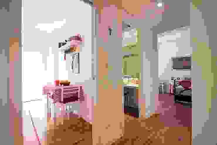 a2 Studio Borgia - Romagnolo architetti Modern Corridor, Hallway and Staircase