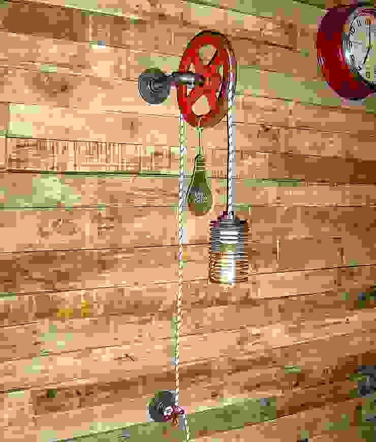 Iluminacion y Decoracion Industrial Lampara de Pared Foco Vintage:  de estilo industrial por Lamparas Vintage Vieja Eddie,Industrial Hierro/Acero