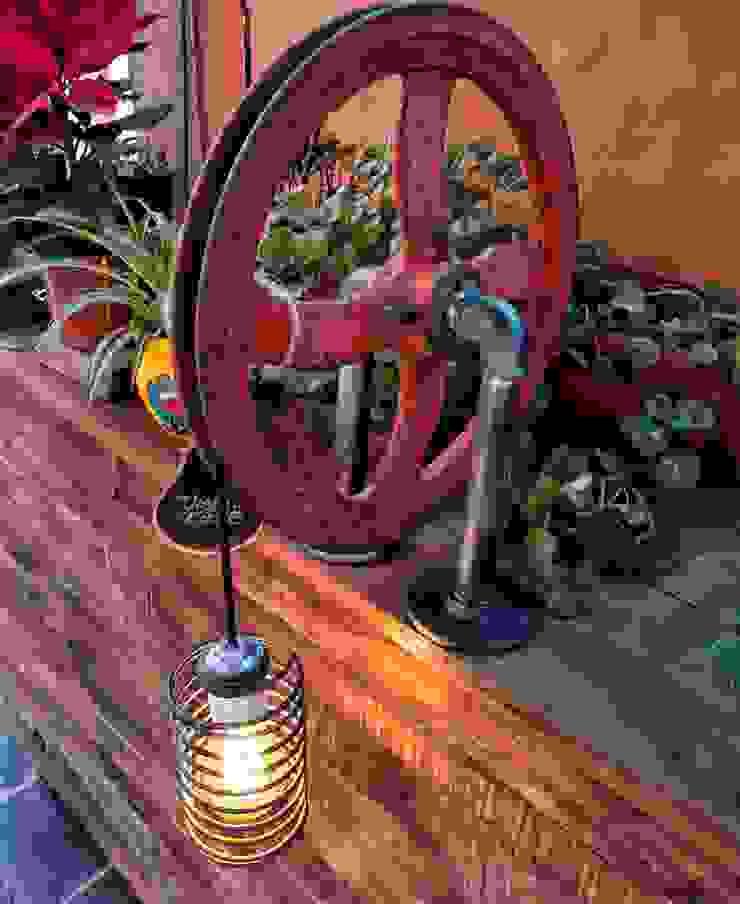 Deco Estilo Industrial Lampara Polea Reclaimed Vieja Eddie:  de estilo industrial por Lamparas Vintage Vieja Eddie,Industrial Hierro/Acero