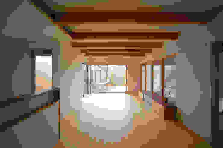 庭間の家 モダンデザインの リビング の I Live Architects/田辺弘幸建築設計事務所 モダン
