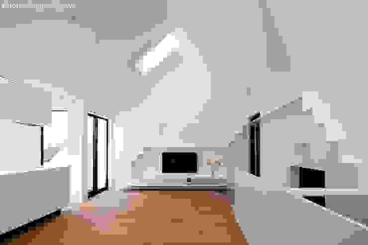 2階子世帯リビング: 石川淳建築設計事務所が手掛けたリビングです。,ミニマル