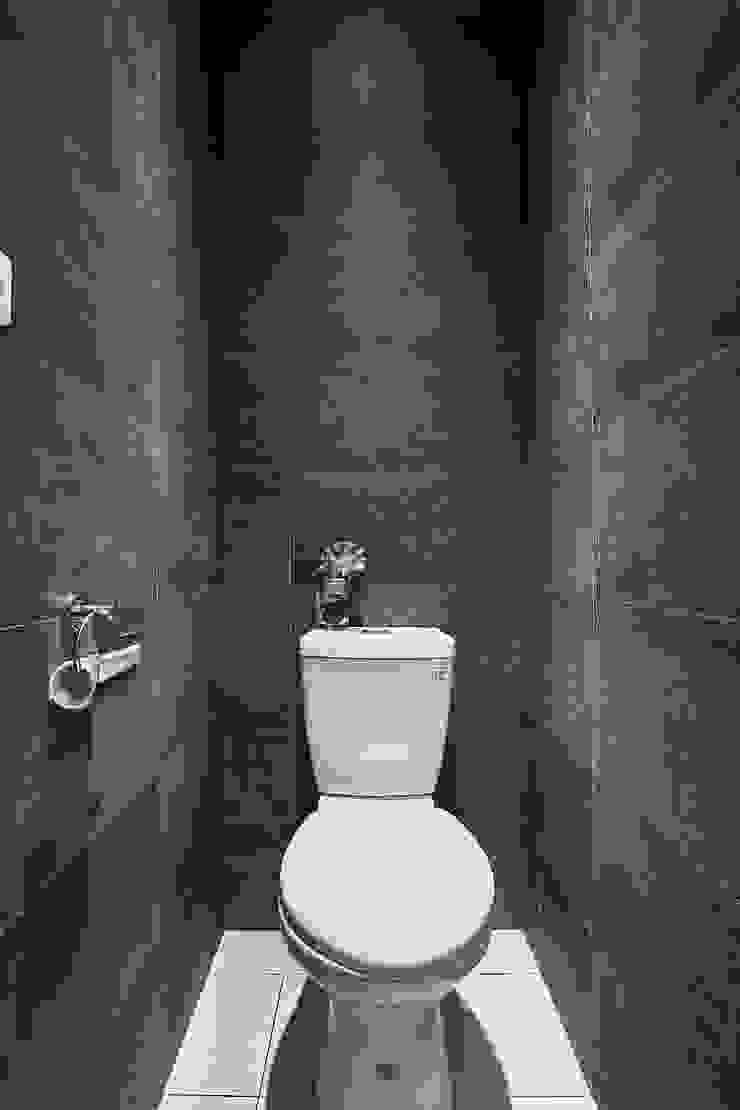 在游大俠裡找自己 現代浴室設計點子、靈感&圖片 根據 舍子美學設計有限公司 現代風