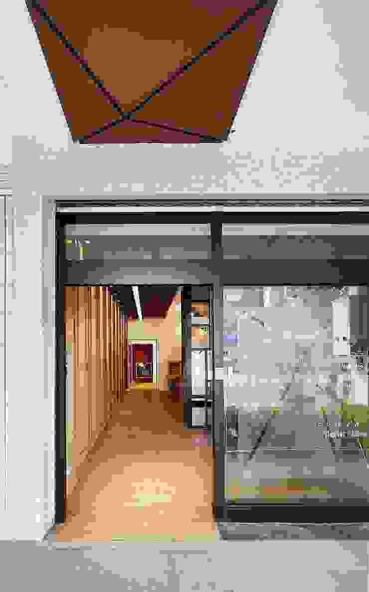 Modern houses by 舍子美學設計有限公司 Modern