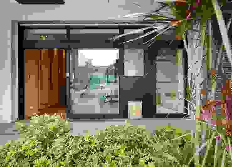 在游大俠裡找自己 現代房屋設計點子、靈感 & 圖片 根據 舍子美學設計有限公司 現代風