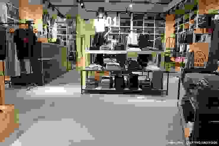 Bautech Sp. Z O.O. モダンなショッピングセンター コンクリート 灰色